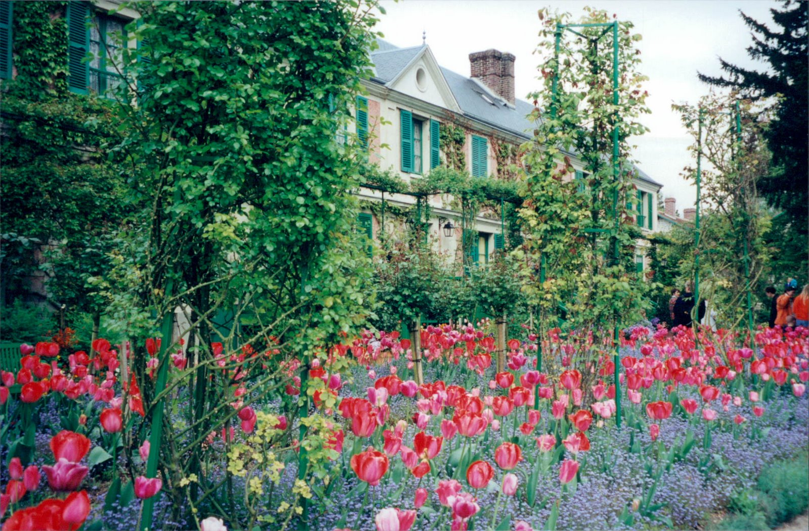 Beautiful photo of Monet's House and Garden