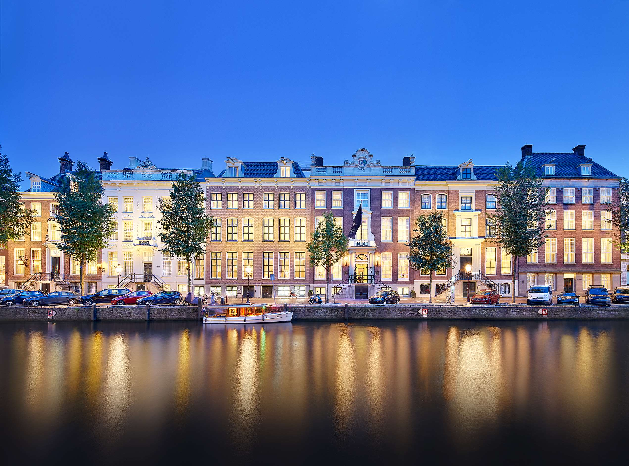 A true architectural masterpiece, Waldorf Astoria Amsterdam has the privilege of being housed in six magnificent 17th and 18th-century canal palaces.